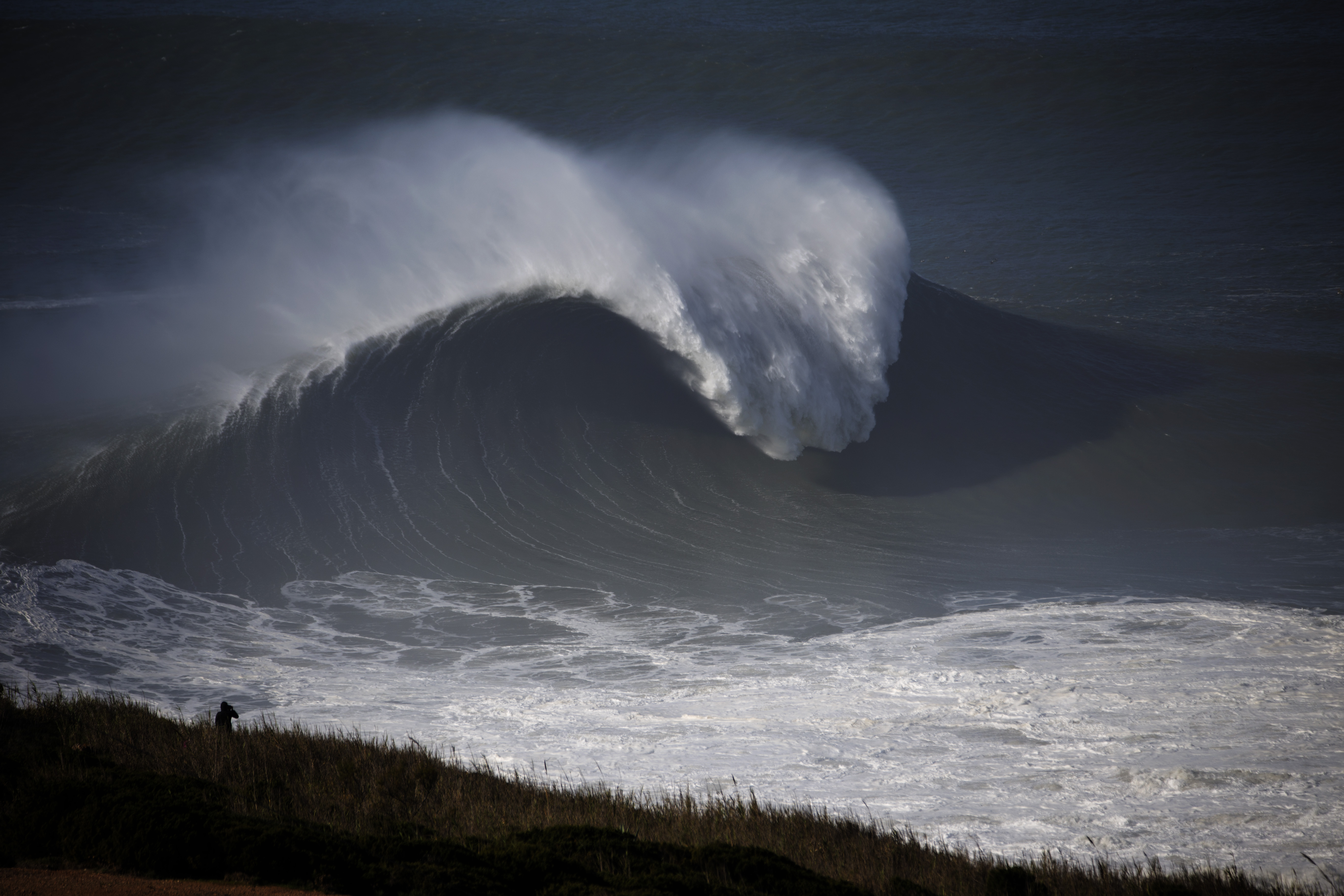 Mechanics of Nazare, Portugal: How to Produce World's ... on electromagnetic wave, spawn wave, steady wave, next wave, space wave, maroon wave, laser wave,