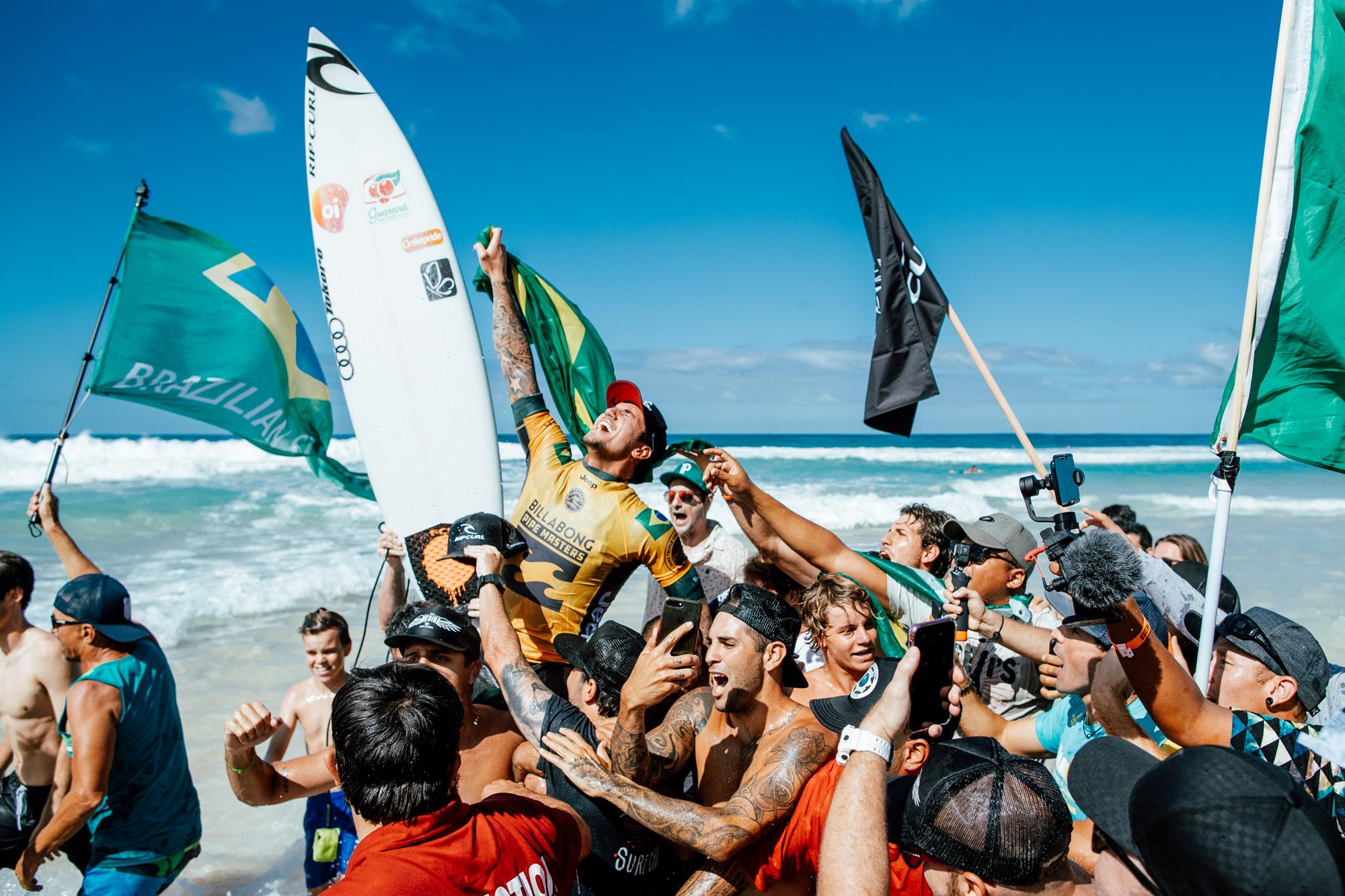 b8ccc4298b Gabriel Medina Wins World Title and Pipe Masters - Surfline