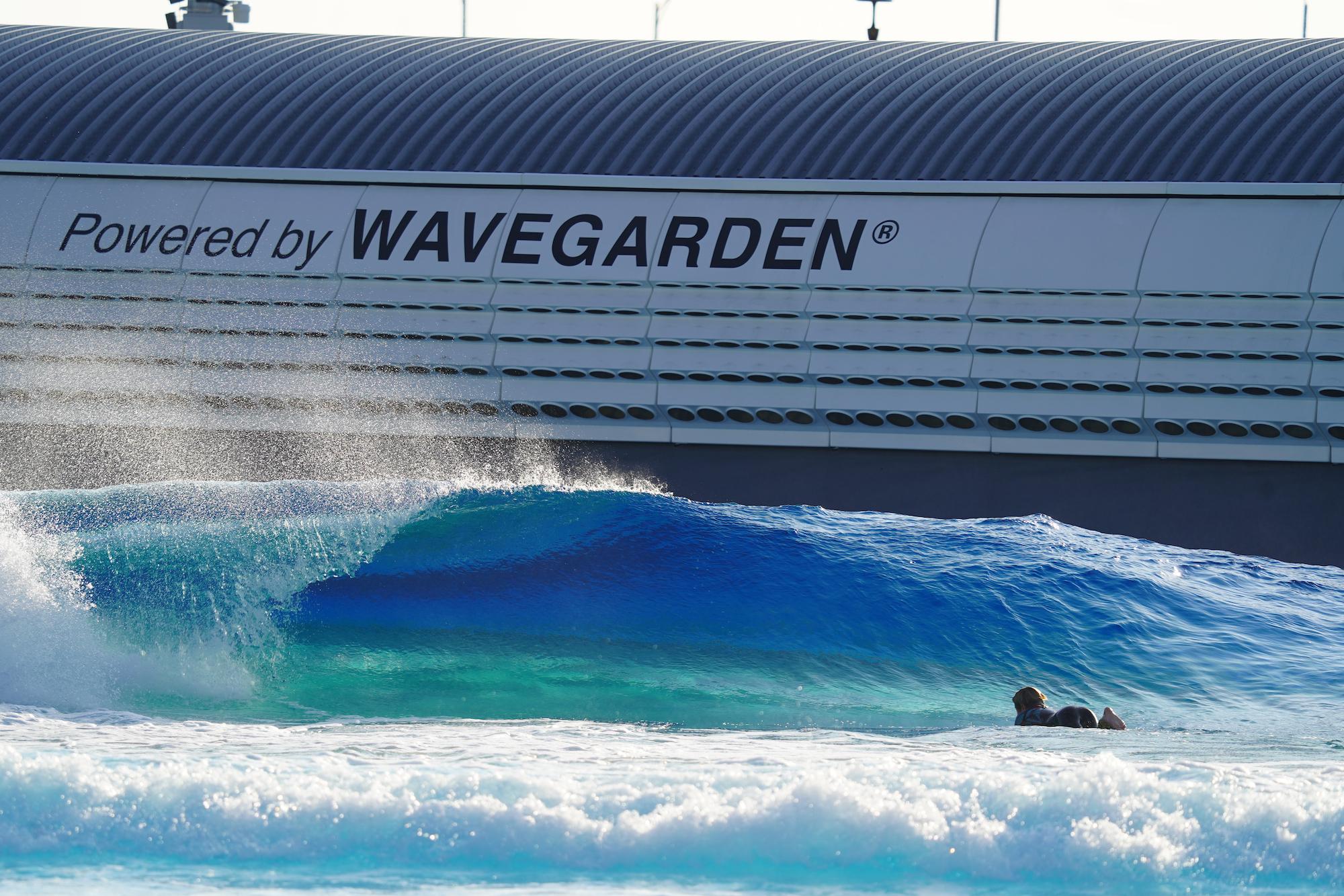 Kolam ombak di atas tanah seluas 167.000 meter persegi resmi dibuka di Korea Selatan. Wave Park diklaim menjadi kolam ombak tersbesar yang ada di dunia.
